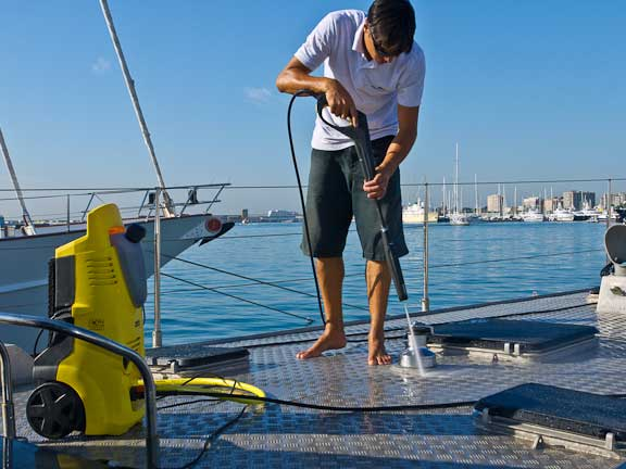 How To Clean A Boat Efficiently By Using Pressure Washer
